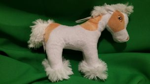 Kuschelpferd in Weiß