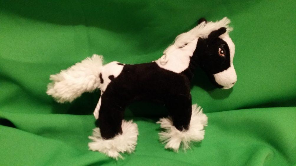 Kuschelpferd in Schwarz
