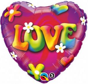 Folienballon als Herz mit der Aufschrift Love